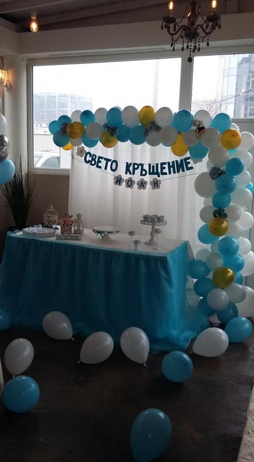 Плевнелиев и Деси Банова вдигнаха кръщене като сватба